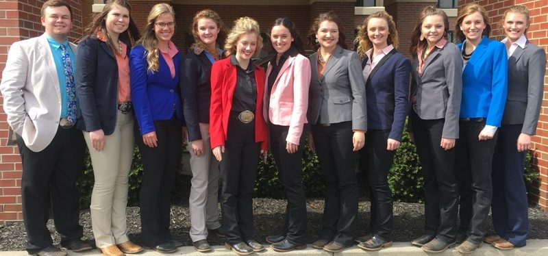 11 horse judging students in a line