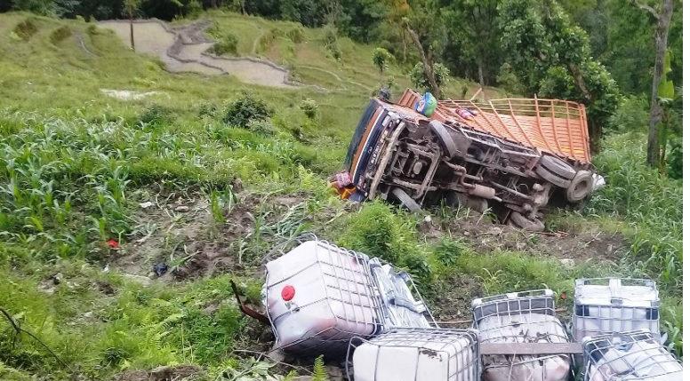 ताप्लेजुङमा मालबाहक ट्रक दुर्घटना हुँदा चालकको ज्यान गयो