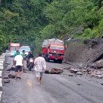 नारायणगढ मुग्लिन सडकखन्ड बिहानै देखि अबरुद्ध