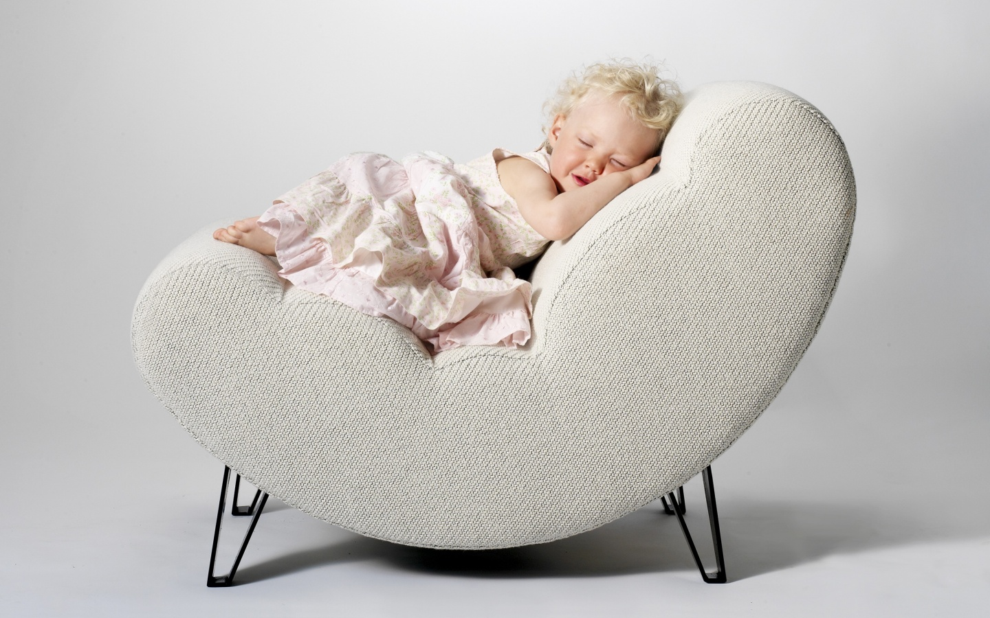 baby girl chair hanging with frame cute sleeping on the wallpapers 1440x900