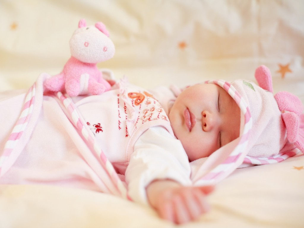 sleeping baby with small teddy bear wallpapers - 1024x768 - 86320