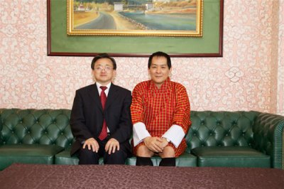 The Vice foreign minister of China Liu Zhenmin with the fourth monarch of Bhutan Jigme Singye Wangchuck. Zhenmin called on K4 on August 22, 2013 in Thimphu (Photo: MOFA-PRC)