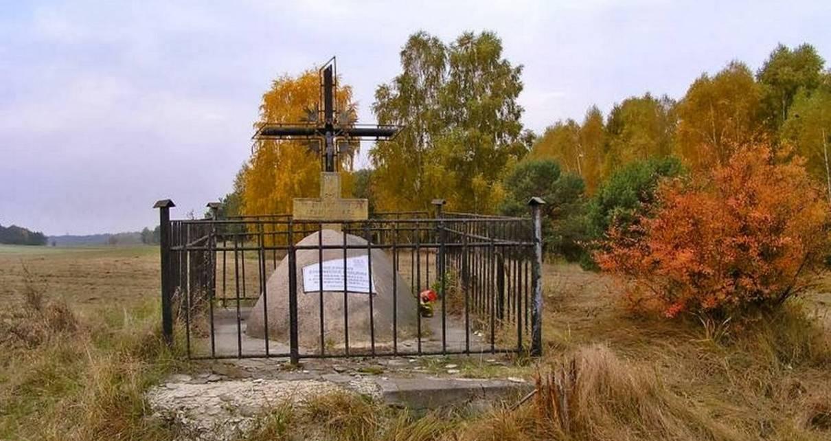 Grób Nieznanego Żołnierza w okolicach wsi Husinka