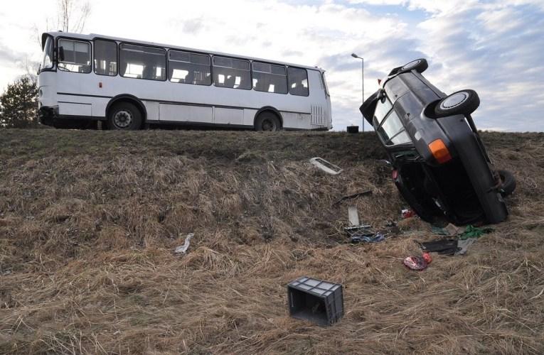 Autobus nie ustąpił pierwszeństwa – wypadek w Polatyczach