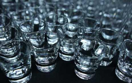 Czterech nieprzytomnych mężczyzn znajdujących się w stanie upojenia alkoholowego trafiło do szpitala