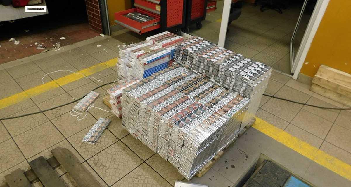 Świąteczna wpadka - mercedes pełen papierosów