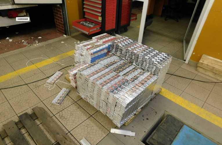 Świąteczna wpadka – mercedes pełen papierosów