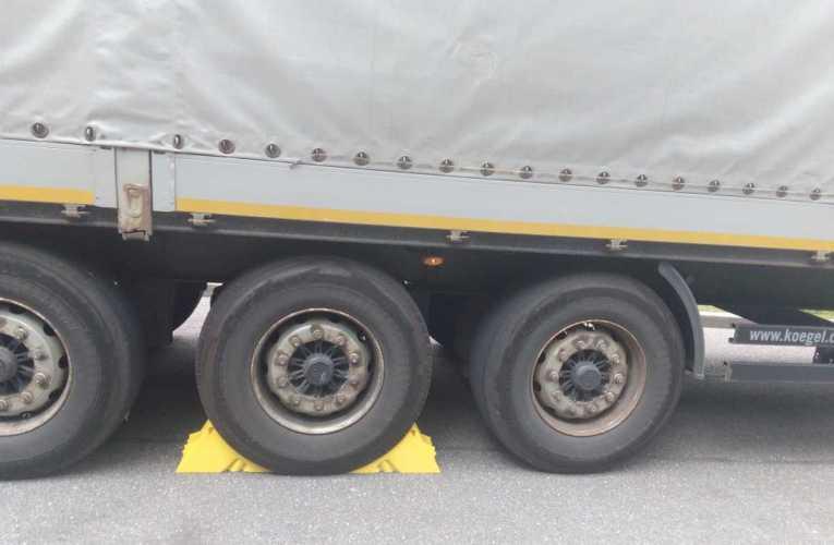 Ciężarówką bez tarcz i klocków hamulcowych