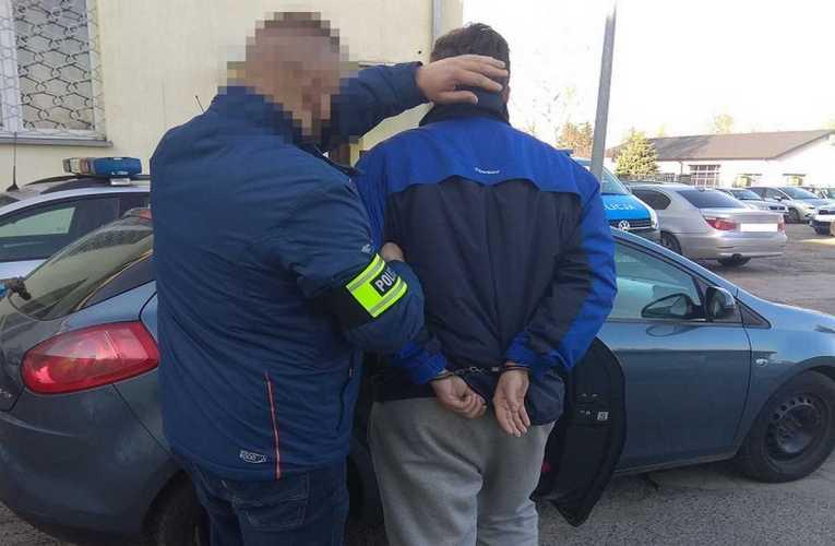 Próbował wyjść ze sklepu przez okno – zatrzymali go policjanci