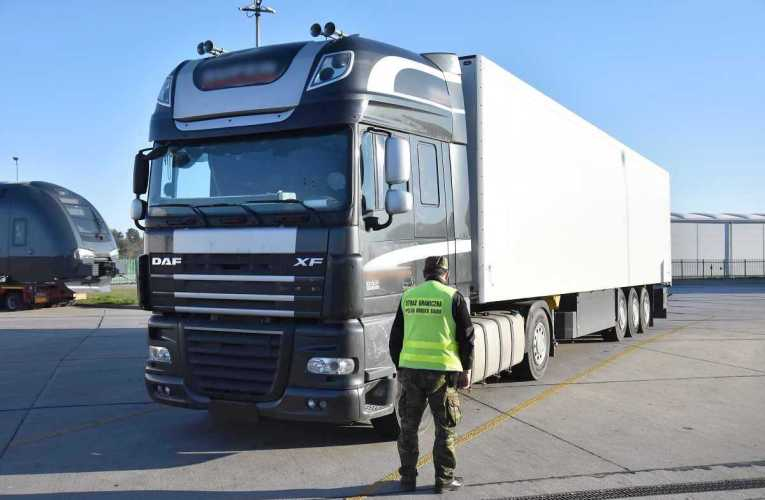 Odzyskano zestaw ciężarowy DAF – SCHMITZ o wartości 110 tys. zł