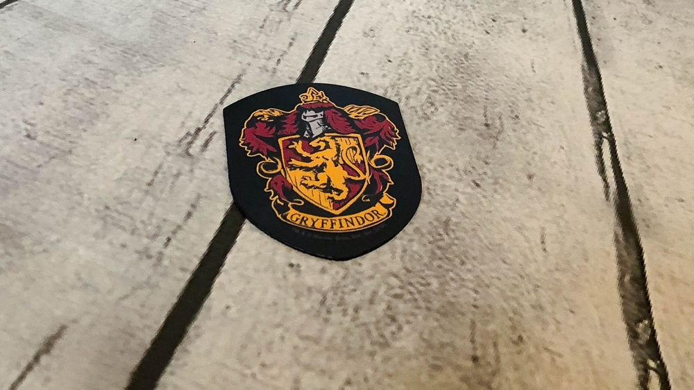 loot crate wizarding world box gryffindor magneet