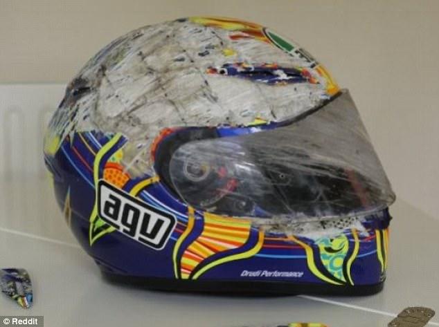 Beschadigde helm