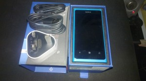 Lumia 800 & Stuff Inside The Box
