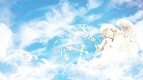un angelo nel regno dei cieli, nascosta nelle nuvole