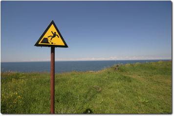 Warnung Abgrund Steinschlag