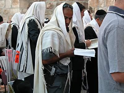 Man with gun during Sukkot prayers