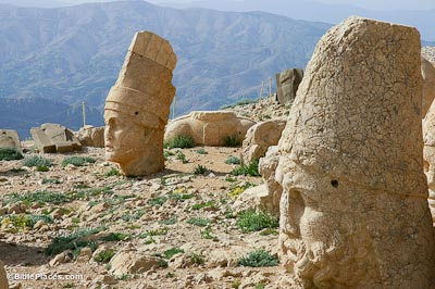 Nemrut Dag, West Terrace, Antiochus I and Zeus Oromasdes statue heads