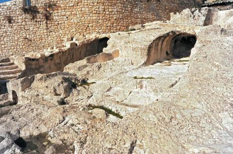 Tombs labelled T1 and T2 discovered by Robert Weill in 1913-1914 are thought by some to be David's tomb and that of the kings of Judah.