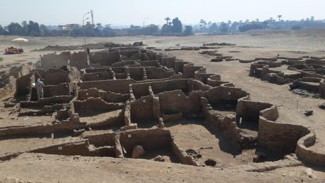 3000 year old city, The Rise of Aten