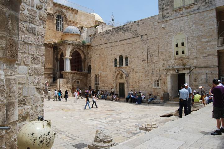 Yard in front of the Church of Holy Sepulcher.