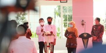 Presiden Jokowi didampingi Mensos Risma, Gubernur Jatim dan Wali Kota Eri/ist