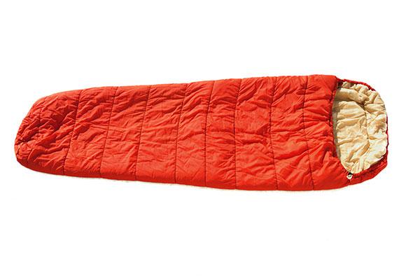 теплый спальный мешок красный цвет