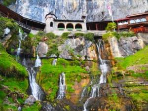 beatus cascades suisse interlaken
