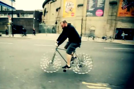 Bicikl bez točkova by Ron Arad