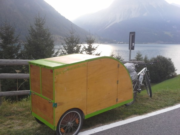 fahrradwohnwagen fahrrad karawane bicycle caravan. Black Bedroom Furniture Sets. Home Design Ideas