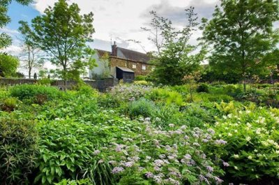 The-Robinson-Garden-in-Spring-at-RHS-Garden-Hyde-Hall_MAR0006616