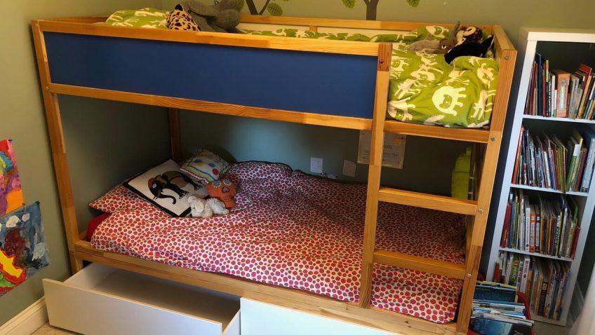 le lit reversible kura en un lit