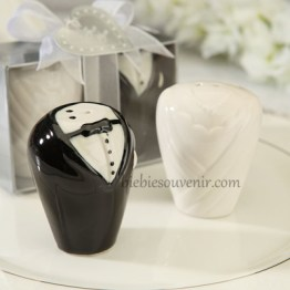 Souvenir pernikahan bride and groom salt pepper