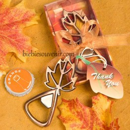 Souvenir pernikahan Autumn leaves bottleopener