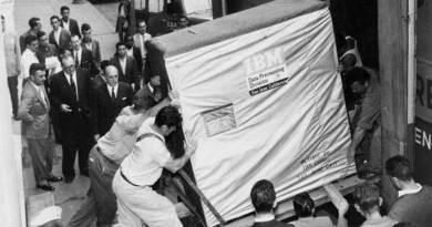 5 megabyte hard drive built by IBM company in 1956.