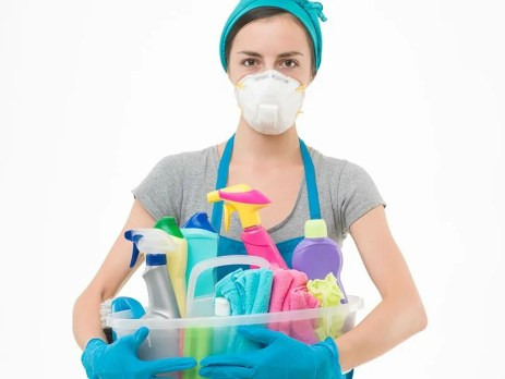 Protect Yourself from Molds When Cleaning Your House