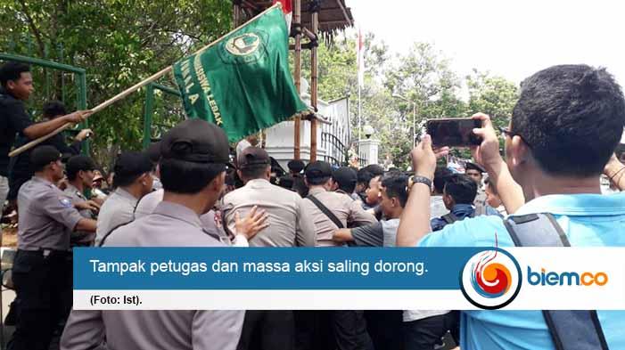Unjuk Rasa di Hari Jadi Kabupaten Lebak Berujung Ricuh