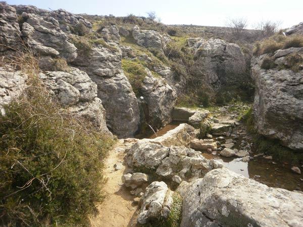 Fuente de Pico Pastores durante el itinerario 4 de Peñas Negras.