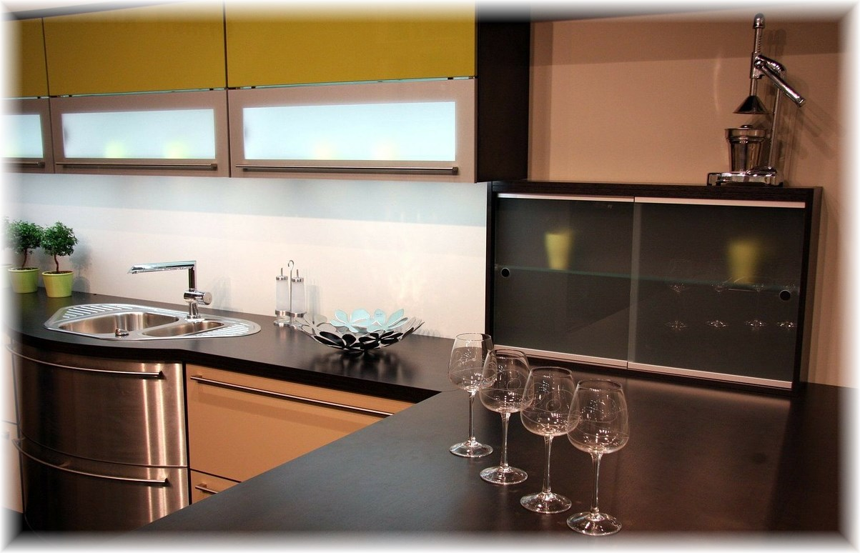 eine k che von k chen quelle bienenstube. Black Bedroom Furniture Sets. Home Design Ideas