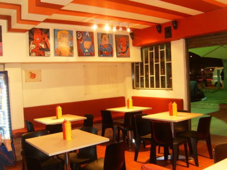 Excelente restaurante de comida rapida la mejor ubicacion