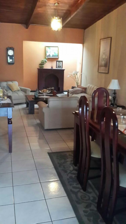 Casa amplia con apto independiente Santo Domingo Heredia