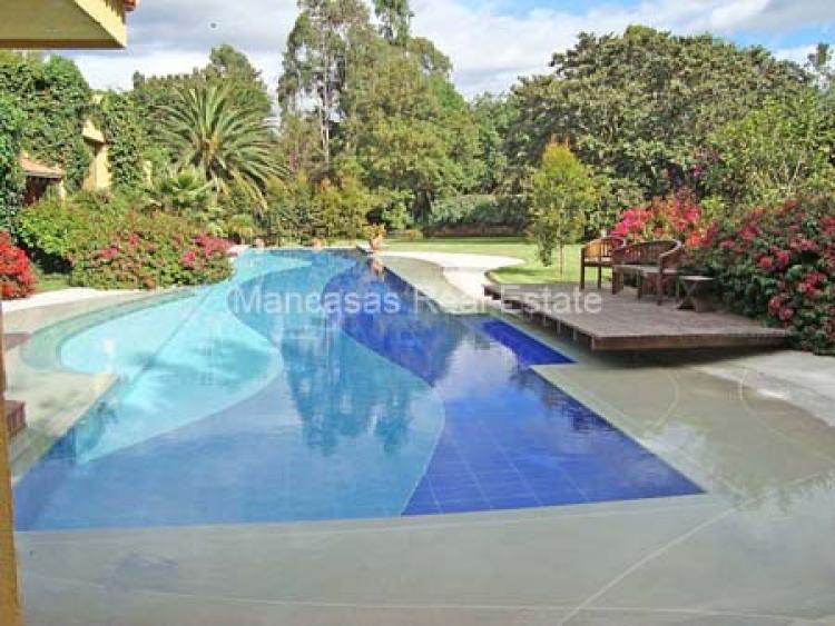Espectacular Propiedad de Venta en Cumbaya Hermosos Jardines Piscina CAV6108