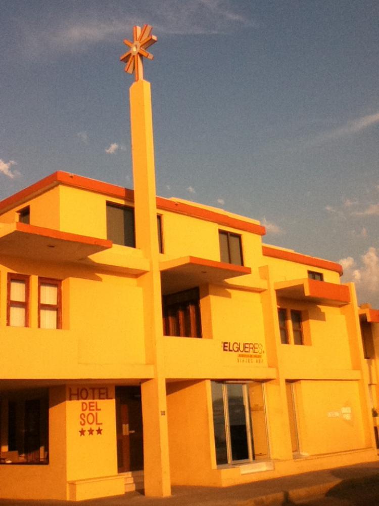 En venta HOTEL DEL SOL excelente ubicacion frente al mar alberca bungalows HOV42116