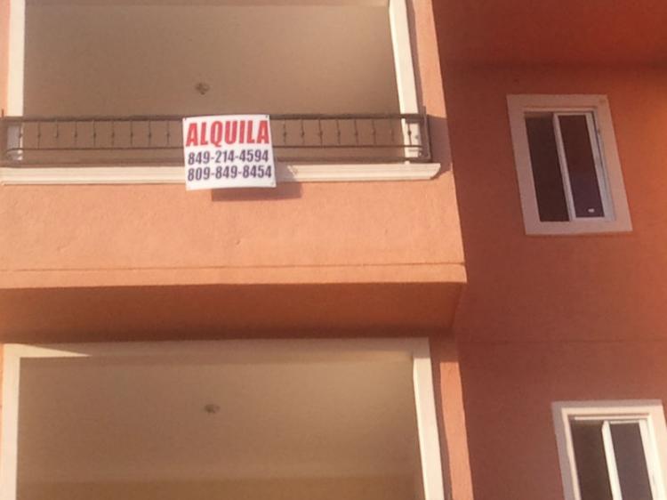 Alquilo Apartamento Nuevo en la Jacobo Majlutaa Pocos