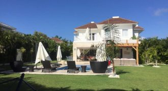 Hermosa Villa de 2 niveles (Punta Cana Village)