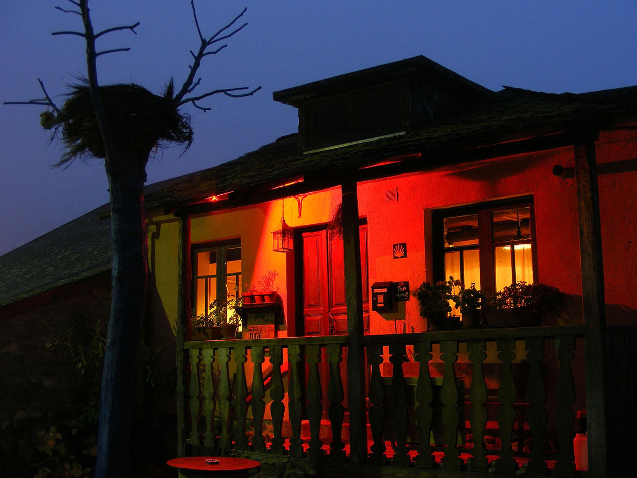 nogala iluminada nocturna