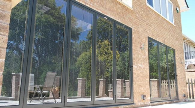 Glass U value glazing keeps the home warm