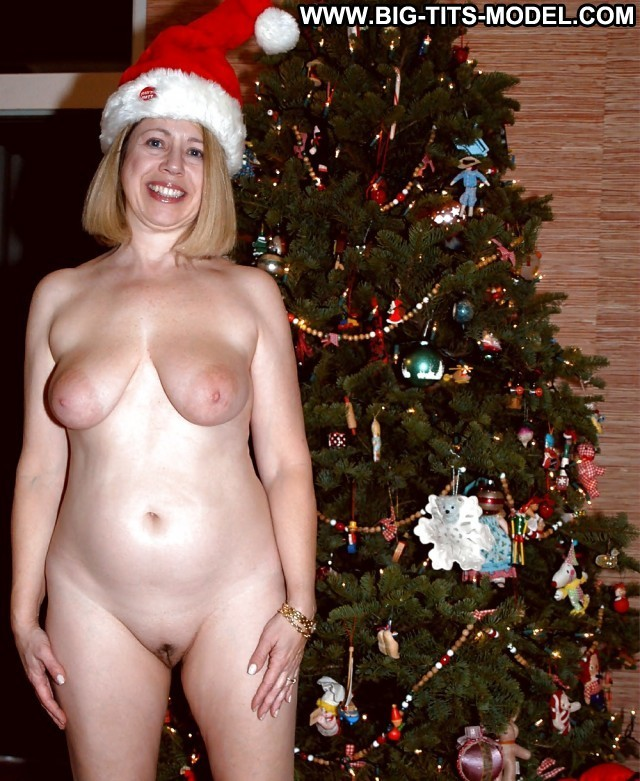 Slyvia Private Pictures Christmas Flashing Mature Big Boobs