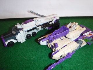 Toys Review - Titans Return Blitzwing and Octone