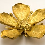 Disguised personal size ashtrays in a beautiful gold metal flower. Each petal is removable and when pulled out reveals a single rest designed for small smokes.