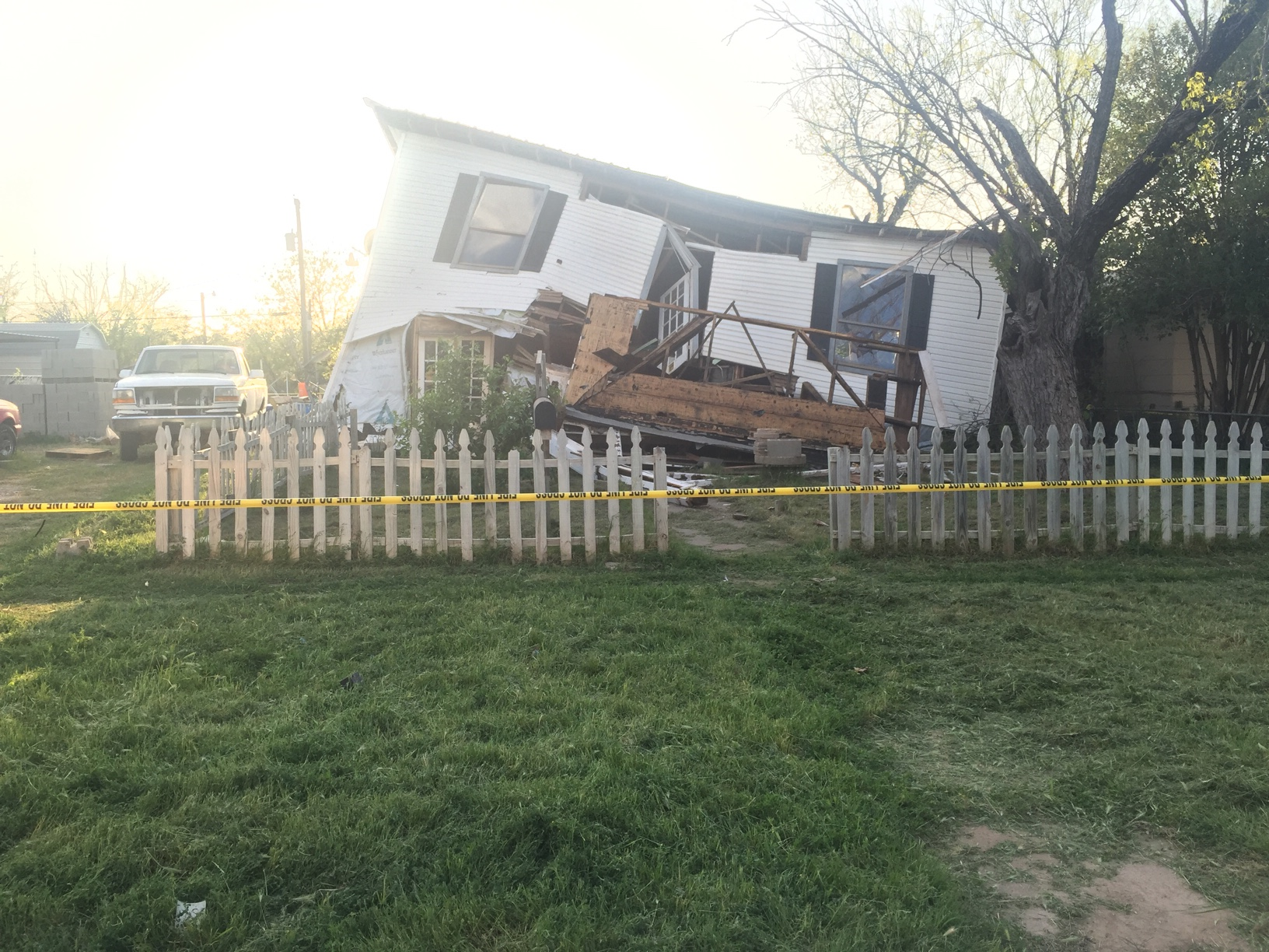 house collapse_1459383657316.jpg
